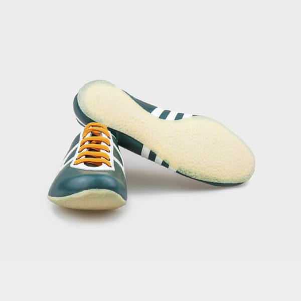 Zapatilla deportiva hecha a mano en Barcelona Mates Moss TrackField vista suelas